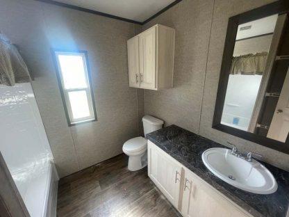 Fleetwood Lakehouse X2 Mobile Home Bathroom