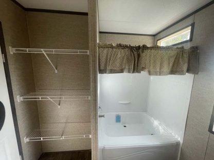 Fleetwood Lakehouse X2 Mobile Home Bath